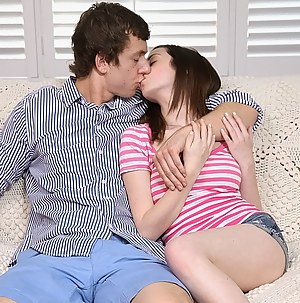 Young Kissing Porn Pictures